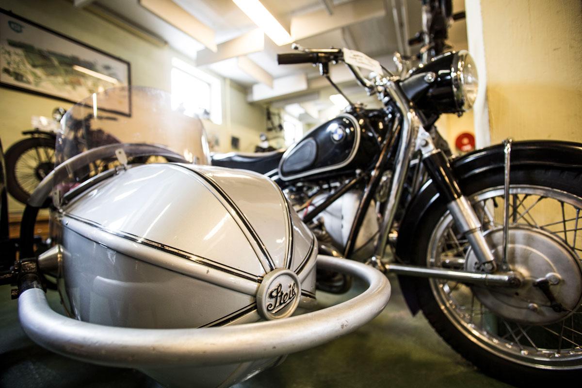 Steis Motorcyklel